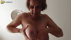 Dirty mother with big tits's Thumb