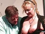 Stief-Sohn fickt seine Mutter mit grossen Hupen durch