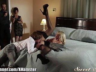 Porno: Orgía Swinger - Aj Applegate, Scarlet Red