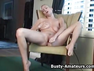 Busty amateur Autumns loves masturbating her pussy.wmv