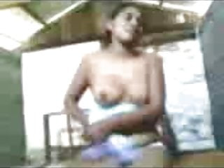 Hot Indian Girl undressed and Show her Nude Body to Her BF