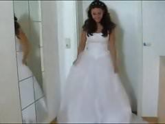 Bride lifts her wedding dress.flv