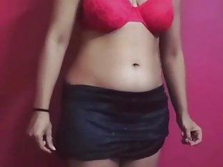 Desi Indian wife showing Navel power in bikini