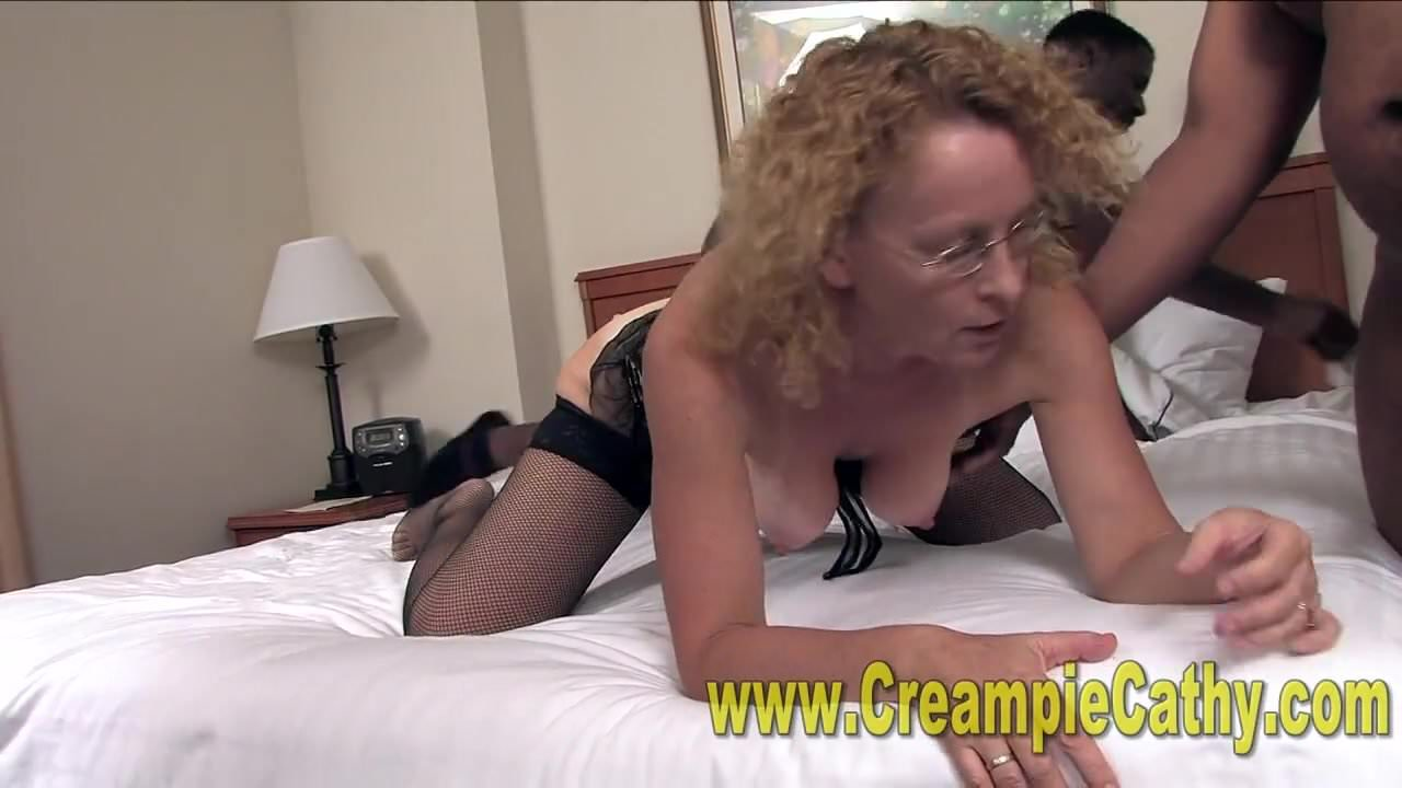 White Housewife Fucking With Two BBC And Creampied