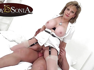 Download video bokep Lady Sonia gives a massage then gets fucked hard  Mp4 terbaru
