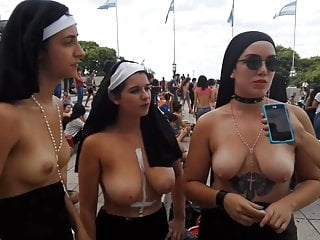 Topless Argentinean protesters (tetazo)