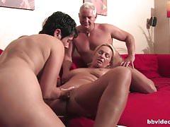 Bbvideo.com Bi german milf fucks a lucky guy in threesome