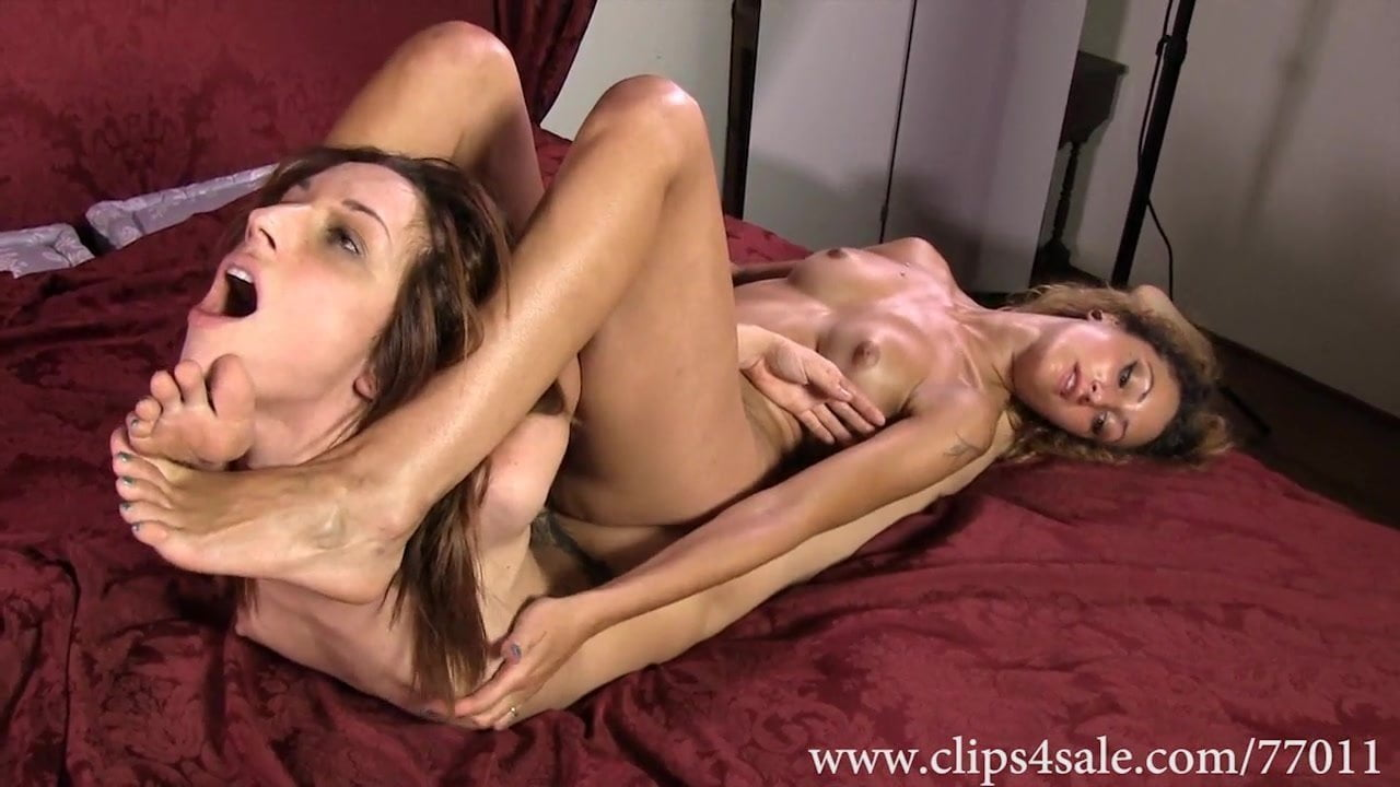 lesbian foot smother
