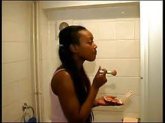 Black girlfriend pee.mp4