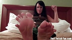 Jerk your dick to Mandy Taylor's perfect feet