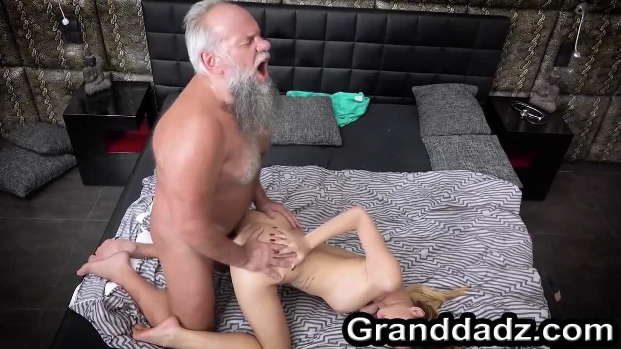 svoey-nachalnitsey-porno-filmi-s-uchastiem-attila
