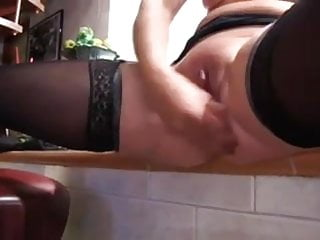 Quick Clip: Mature Squirting Pussy