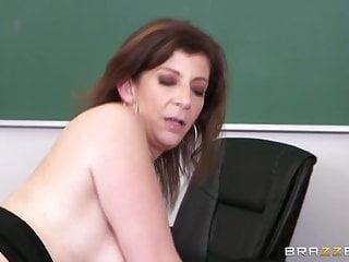 Download video bokep Brazzers - Milf Sara Jay loves BBC Mp4 terbaru