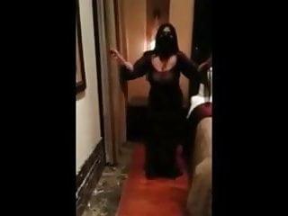 Saudi milf dance