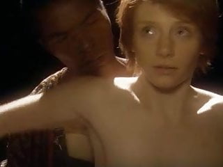 Bryce Dallas Howard Having Sex With A Black Guy