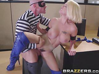 Brazzers - Brazzers Exxtra -Power Rack A XXX Parody scene
