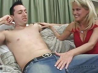 Fuck mommys big tits 5 pt1