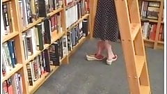 Candid Sexy Feet at Bookstore Quick Shoeplay