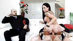 Big Ass Wife Raven Bay Pounded as Cuckold Watches