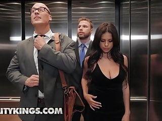 cogiendo en el ascensor a la novia del jefe