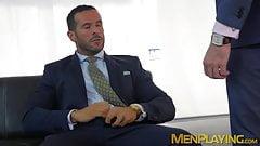 Босс в костюме анально долбит его сотрудницу после минета