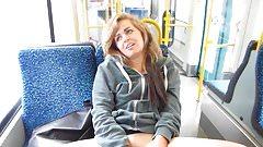 Junge Teensau hat Orgasmus in Strassenbahn (FFM)!