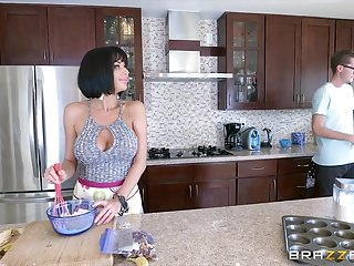 Brazzers - Veronica Avluv- Mommy Got Boobs