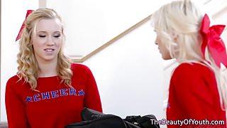 Cheerleader dykes pussylick before tribbing