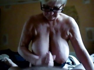 Download video bokep Granny with big tits suck and hand job. Mp4 terbaru