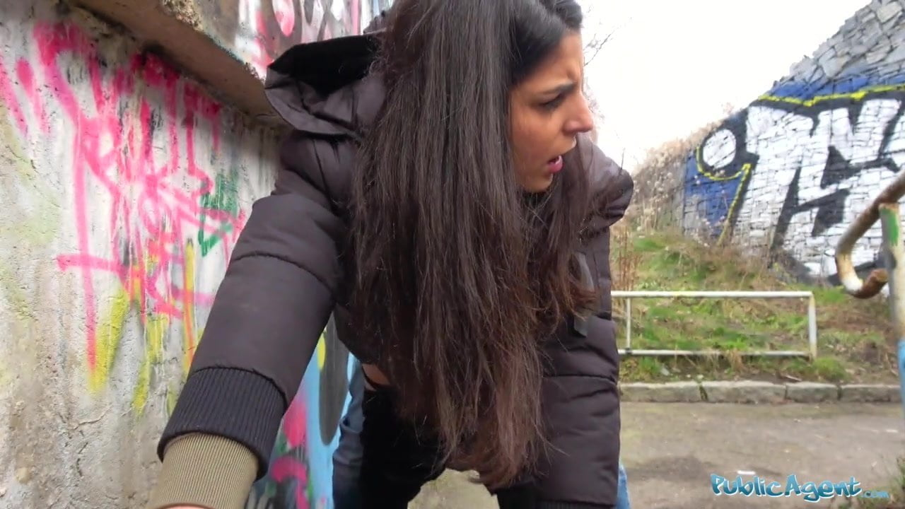 Public outdoor blowjob session