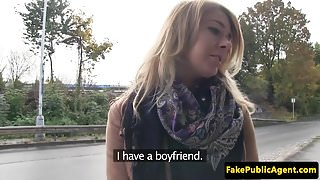 Pickedup amateur beauty pounded in the car