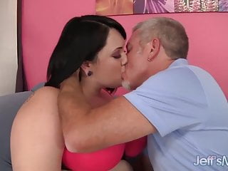 Chubby beauty Alexxxis Allure gets fucked