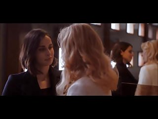 Heida Reed - lesbian scene in Stella Blomkvist s01e04