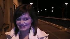 Outdoor am Bahnhof Sperma ins Gesicht