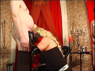 Hot Domme bi humiliation pt1