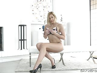 Tracy Lindsay - Curvy Czech Girl Masturbating