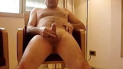 Mature exhibitionist wanking and cumming