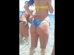 Gostosas de bikini na praia