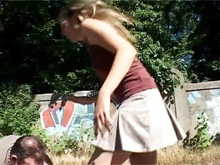 Freundin bestraft Ihren Freund
