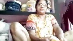 Tirunelveli tamil delphine aunty mostrando coño agujero