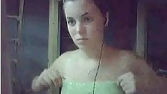 Laurie montre ses seins en cam
