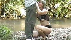 une bonne pipe en bord de riviere