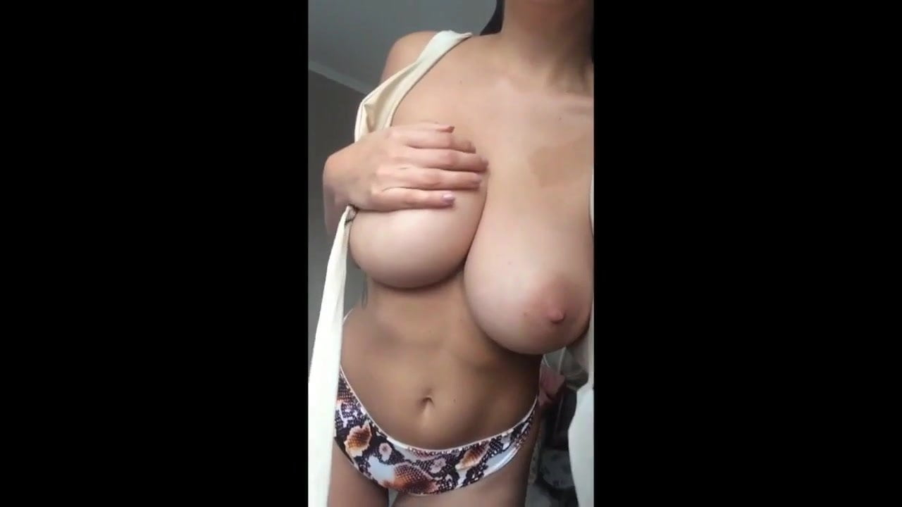 девушки показывают грудь свою на камеру смотреть онлайн