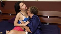 Curly hairy mature mom fucks young daughter