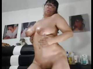 SEXYASIANGRANNY LIKES TO SHOW HER CHUBBY ASS AND PUSSY