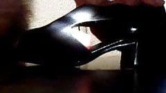 Cum with neighbour shoe