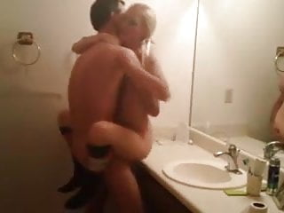 Amateur Couple Bathroom Hot Sex Tape