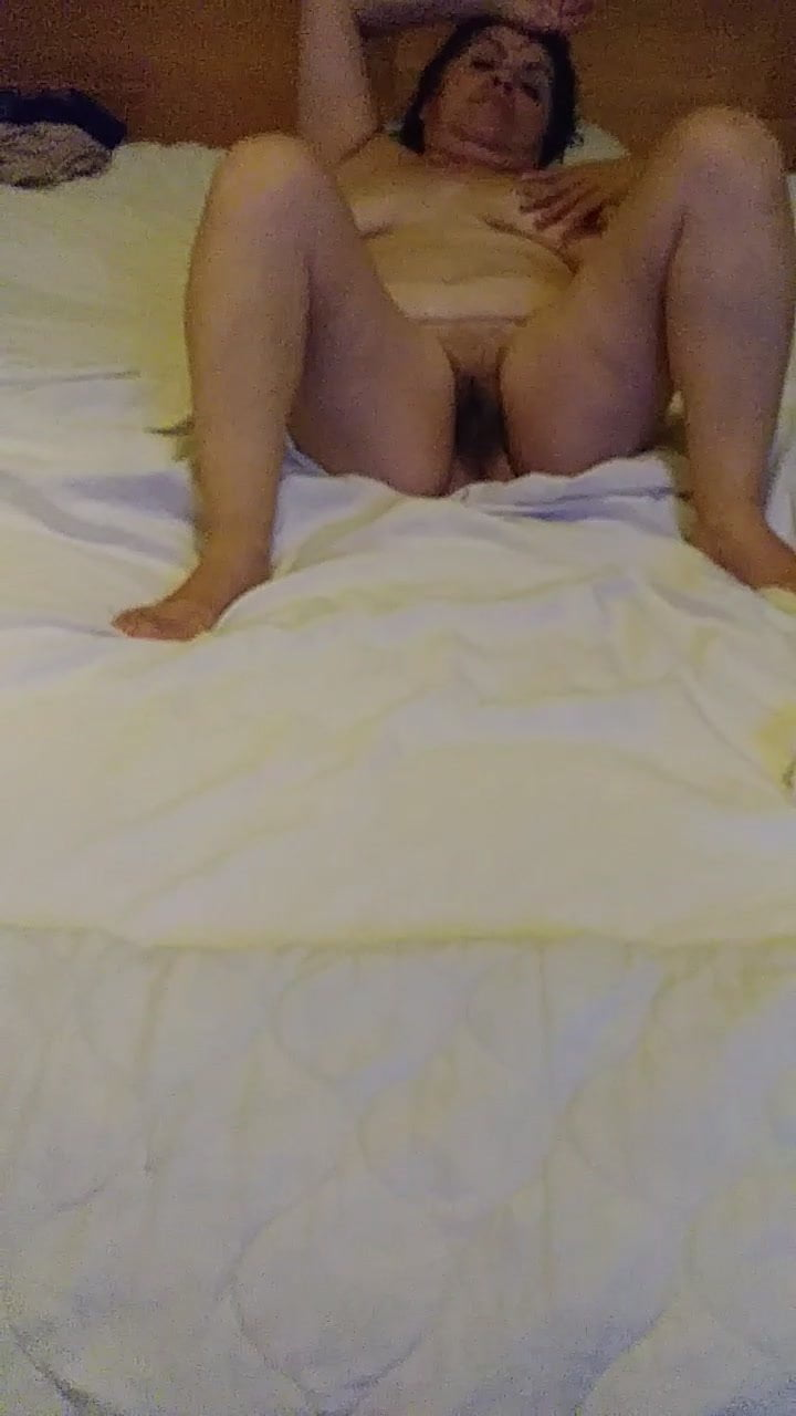 Play w her pussy and her ass