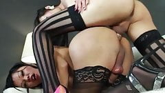 Pornstar Venus Lux: Fucking Carmen Moore