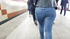 Bubble butt in blue jeans